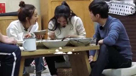 谢娜喝着鸡汤: 一天都没吃东西了! 何炅急了: 中午那碗面喂狗了吗