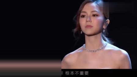邓紫棋: 怎么办? 我现在慌的一匹 台下全是老外 就我一个中国人