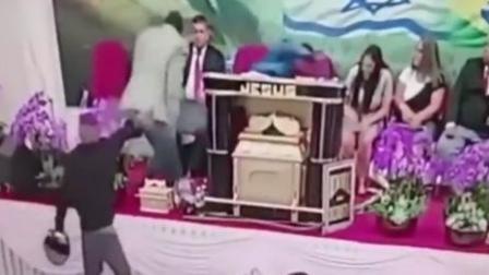 巴西神父教堂主持婚礼 突遭男子持枪射击