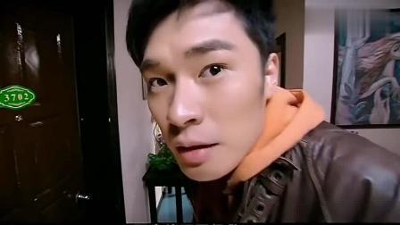 爱情公寓: 曾小贤上门推销灭火器, 这宣传动作真是搞笑! 高清