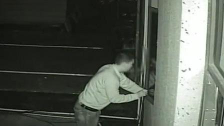 妙龄女子独住酒店 被男子手伸窗内偷拍