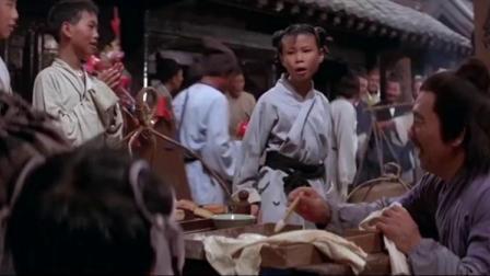 武大郎卖烧饼,一群小孩子拿他取乐,弟弟武松忍无可忍替哥哥出气