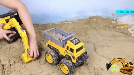 自动倾斜卡车玩具分享 挖掘机翻斗车表演视频