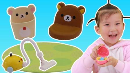 苏菲娅在扭蛋里拆出轻松熊趣味盒玩的过家家玩具故事