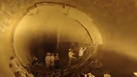 工人隧道内作业砸墙 一锤下去坍塌被掩埋