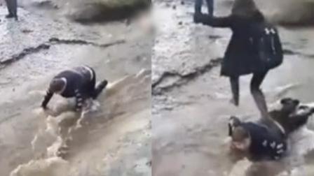 加拿大脑瘫男孩遭同学欺凌 趴小溪当垫脚石