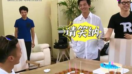 中国好声音: 小健健被谢霆锋撩走, 哈林: 你那么爱他, 你就打他!