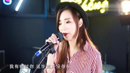美女翻唱李国祥粤语《总有你鼓励》重温经典老