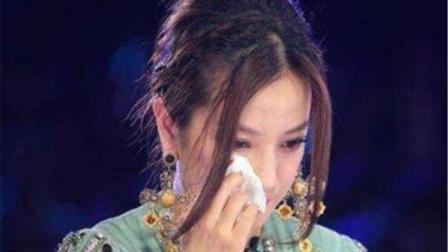 时隔多年, 赵薇含泪再唱这首歌, 只为重温《还珠格格》一代人的回忆