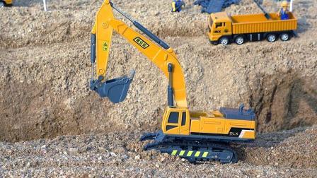 儿童玩具车视频: 挖掘机和翻斗车拉运沙子工作表演