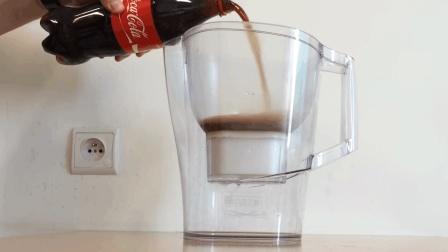 """世界最牛""""滤水器""""可乐倒进去直接变清水, 网友: 不愧是德国制造!"""