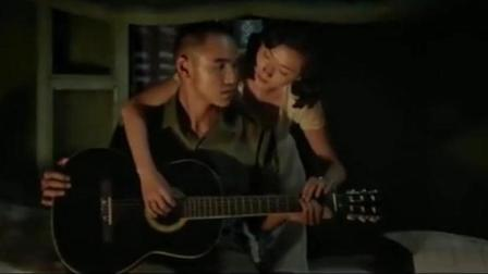军中乐园: 慰安所里面侍应女教士兵唱歌弹吉他, 太暧昧了