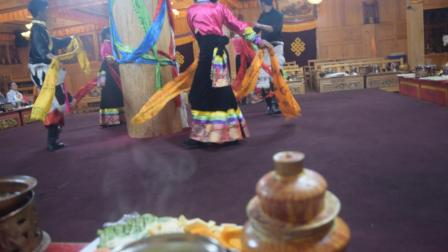 香格里拉洛桑达瓦土司宴歌舞欣赏