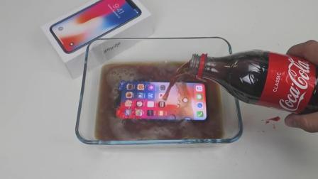 用可乐泡iPhone X, 手机还能使用吗? 网友: 贫穷限制了我的想象!
