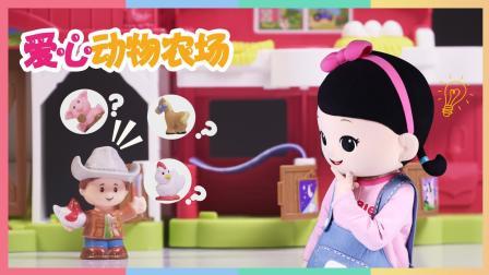 小凯利和手偶玩玩具