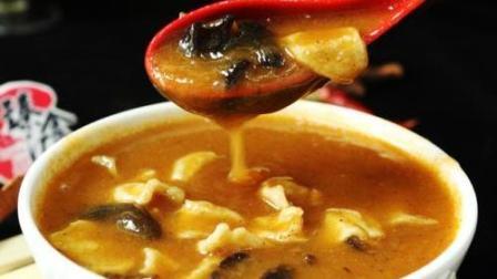 风味人间: 一碗胡辣汤是河南人每天早餐的必备, 这个最正宗的做法炸一波