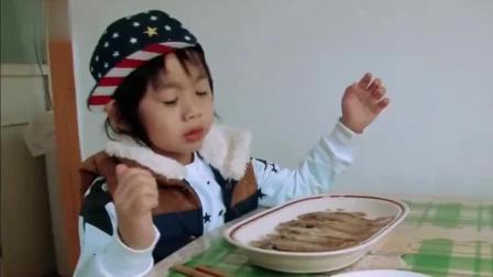 林志颖让kimi保护鱼, kimi背着爸爸偷吃, 真是太可爱了