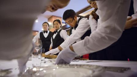 """新""""楼下阶层"""": 中国新贵与现代管家"""