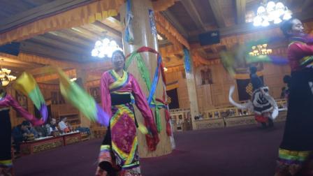 香格里拉洛桑达瓦土司宴歌舞欣赏6