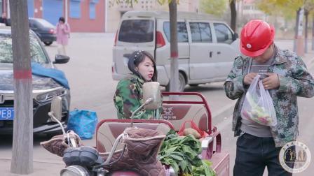 农民工问残疾女孩买菜, 没想残疾女孩做出一个举动, 看完让人感动