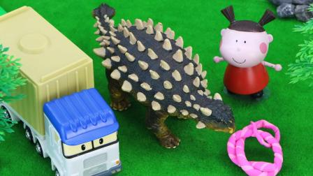 甲龙太太不小心陷入了沼泽, 克里货柜车救出了甲龙太太