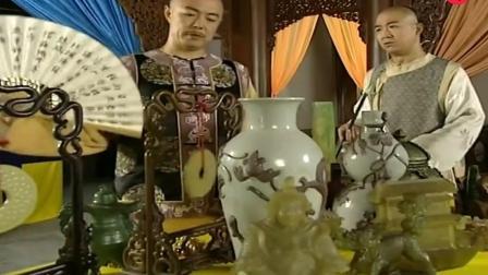 和珅得知纪晓岚去见皇上 急火火抬着满箱珠宝也去面君