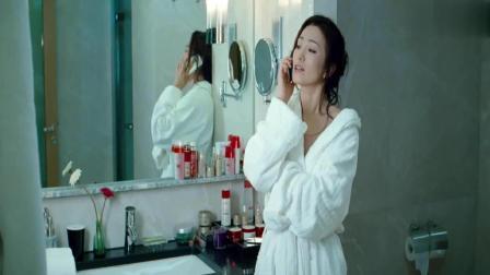 我知女人心: 巩俐一身白色的浴袍简单大气性感迷人