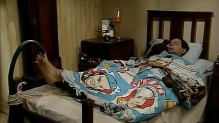憨豆为了早上能够起来,机智的设计了各种闹钟,谁料根本叫不醒他