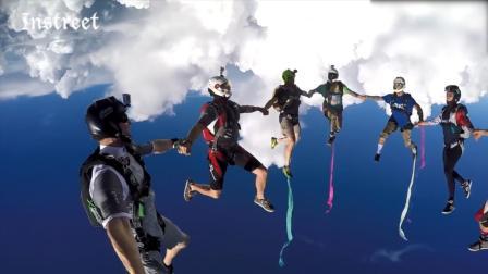 手拉手玩高空跳伞, 看来找刺激也得是一群人才热闹啊