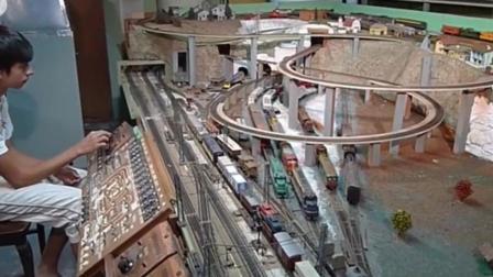 印度小伙造火车 豪言要超过高铁!