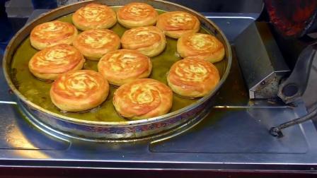 实拍西安大哥做香酥牛肉馅饼, 外酥内香, 生意火爆顾客排队也要吃
