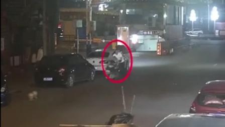 福建泉州: 汗! 摩托车一夜之间消失 竟是被醉汉推行百米