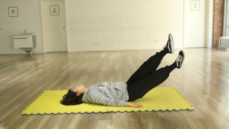 每天坚持原地平躺, 交叉抬腿2分钟, 十天瘦腰腹和大腿, 躺着也能瘦!