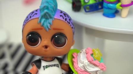 芭比娃娃玩具: 今天是朋克男孩的生日派对, 到了最后朋克男孩许愿了, 还一起吃了蛋糕