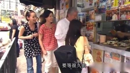 蔡澜做美食街头节目巧遇倪匡, 请他吃鸡蛋仔, 只叹香港地方太小!