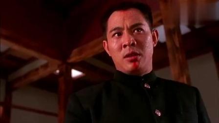 《精武英雄》日本人突然拔刀, 陈真立马抽出皮带, 好帅气