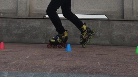 谁说溜冰就要去溜冰场, 看这位小哥怎么操作的