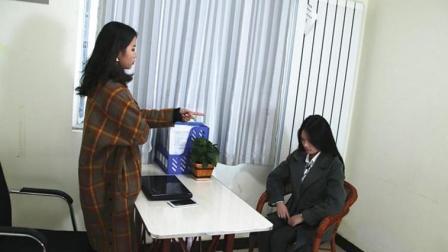 女经理嘲讽应聘美女同学, 这时副总拿来一份资料, 同学竟是新董事长