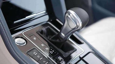 自动挡的车, 等红灯的时候为什么要挂N挡并拉手刹?