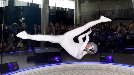 巴林风洞室内跳伞参与者各显神通