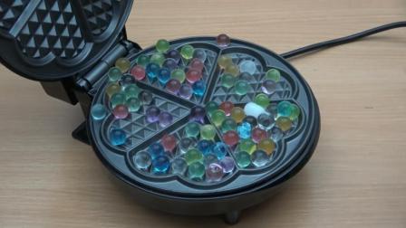 把一堆海洋宝宝放到电饼铛里, 你猜它会变成什么样? 睁大眼仔细瞧!