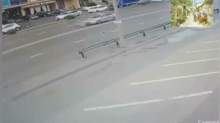 莫名其妙的车祸, 两车直接正面碰撞, 监控拍下惨烈一幕!