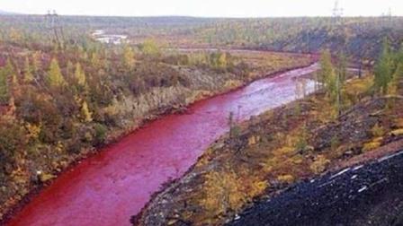 """这条河一到下雨天就变成红色, 最终专家在河底揪出了200米的""""怪物"""""""