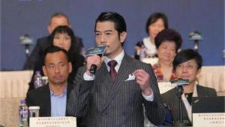 53岁郭富城换新造型, 留胡子梳西装头气度非凡, 还能再帅20年