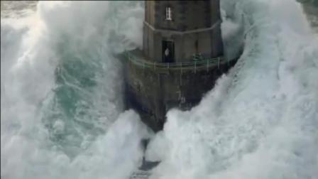 全球最勇敢的人, 每日守护被巨浪吞没的灯塔, 这样的毅力令人敬佩