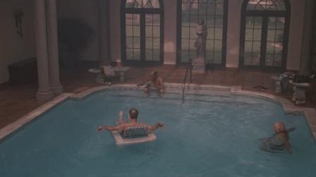 《魔茧》老人误入神秘泳池, 一股神奇力量让他们活力焕发!