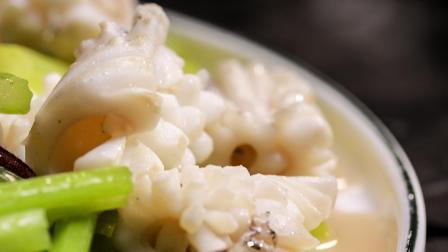 这道菜是讲究的上海人心头好,下锅一炒就卷起来,否则烧得不到家