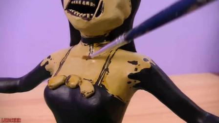 设计师纯手工制作了一个娃娃, 又将它美妆打扮成了黑暗天使