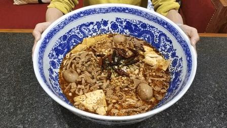 这是天津最贵的牛杂面, 108元一碗还天天爆满, 真有那么好吃?