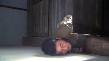 鬼子少佐拉肚子,小伙儿暗中埋伏,把他打晕在茅房!